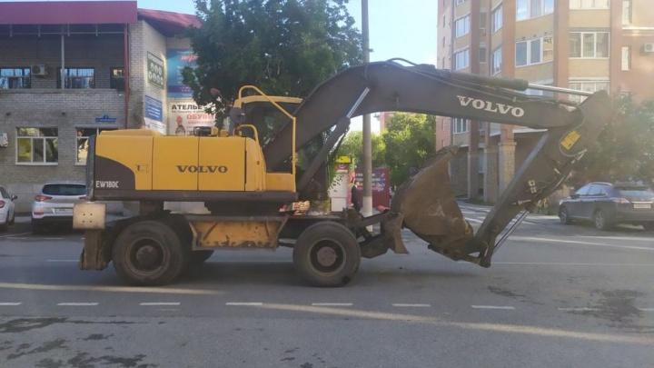 Не заметил: в центре Тюмени тракторист переехал женщину и уехал с места ДТП