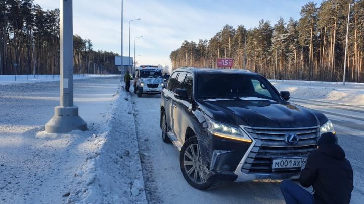 В Екатеринбурге поймали водителя Lexus, который ездил с липовыми «блатными» номерами