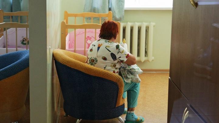 Бабушка младенца, брошенного в подъезде пермской многоэтажки, начала оформлять над ним опеку