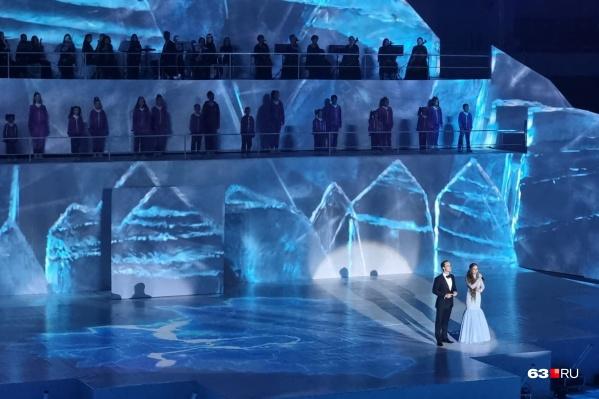 Сцену установили на главной ледовой арене здания