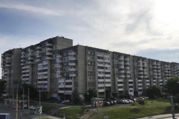 Бывшая управляющая компания подала в суд на жильцов Крестинского, 27