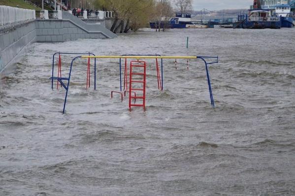 Вода сильно поднялась за последние три дня