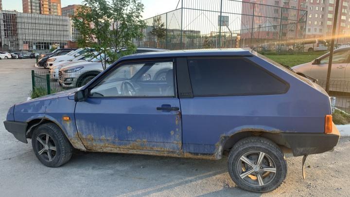 Эксперимент. Сибиряк попробовал избавиться от брошенной машины во дворе своего дома — что из этого вышло