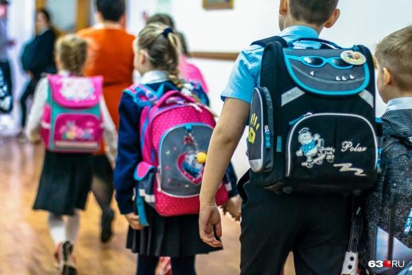 С каждой неделей закрытых школ в городе и области становится всё больше