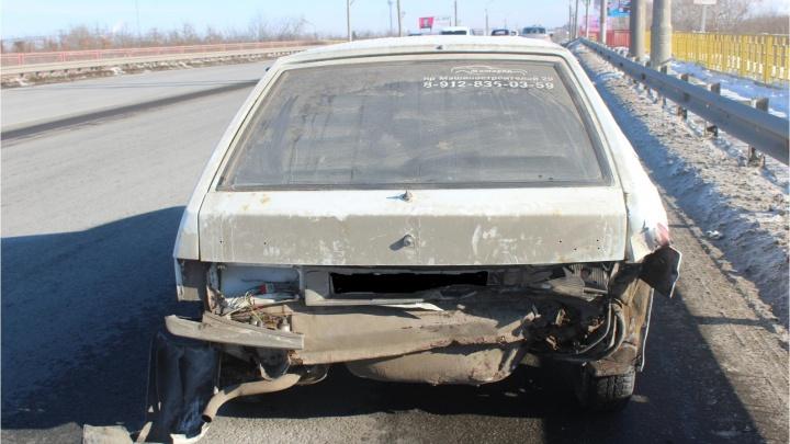 В Кургане сбили мужчину, который толкал на дороге заглохший автомобиль