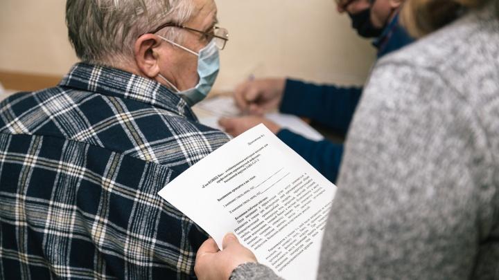 Губернатор: «Пожилых граждан отговаривают от прививок близкие»