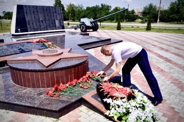 Вечный огонь включен в военный мемориал