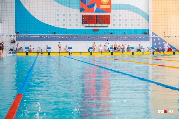 Самарцы возрастом 65+ попросили губернатора разрешить им посещать бассейн