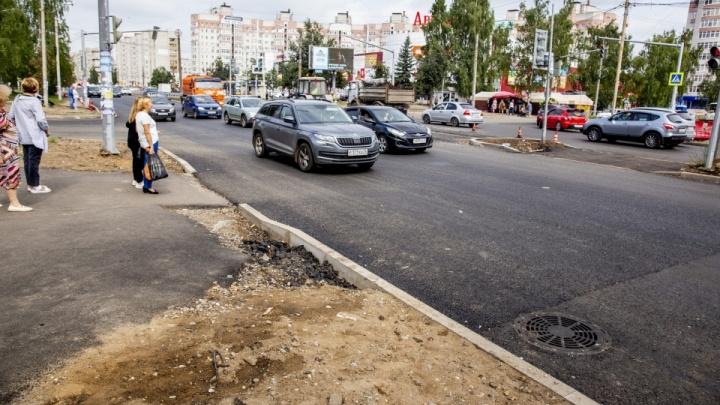 На проспекте Машиностроителей нашли плохой асфальт: подрядчика заставят его снимать