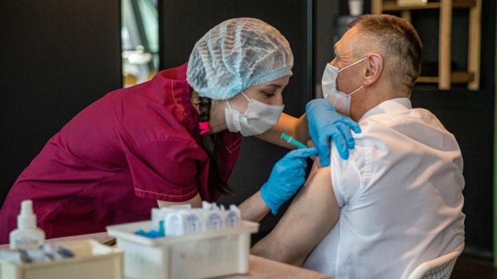 Сколько людей заболели ковидом после вакцинации? Первая официальная статистика