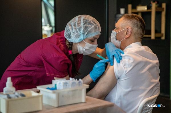 Пока подсчеты ведутся исходя из общего количества заболевших за всю пандемию, а не с момента начала массовой вакцинации