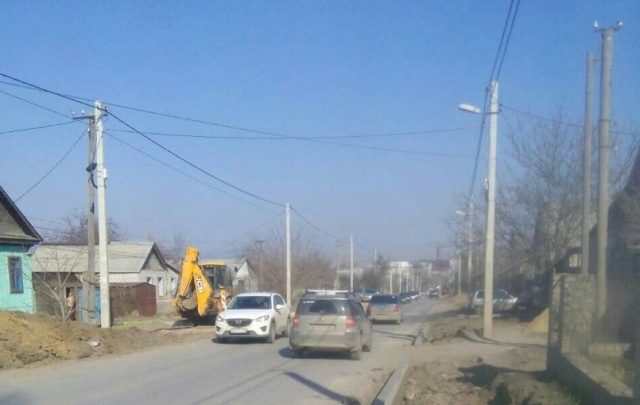 «Не дорога, а поле перепаханное»: жители поселка Тир в Волгограде остались без дороги после прокладки канализации
