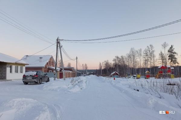 Несколько собственников участков на улице Карнавальной в поселке Садовом успели не только построить дома, но и узаконить их