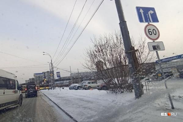 Установили знаки, предупреждающие о том, что впереди находятся дорожные камеры