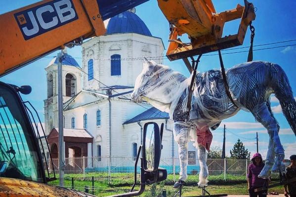 Памятник Закату весит около 300 килограммов
