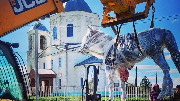 Это конь погибшего атамана: волгоградец создал необычную скульптуру из металлических прутьев