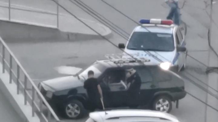 Звонок другу. В Березовском гаишник отпустил водителя после разговора по телефону