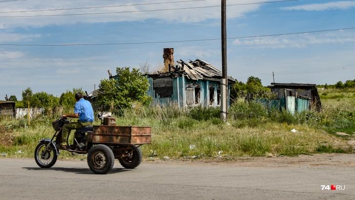 В Бродокалмаке много заброшенных домов, но не только из-за радиации — работы тут тоже нет