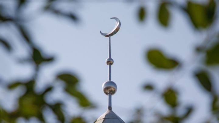 «Вопреки трудностям достойно проведем этот месяц»: волгоградские мусульмане празднуют начало Рамадана