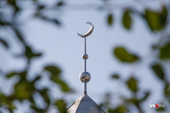 Волгоградские мусульмане встретили утро 13 апреля молитвой и началом священного месяца