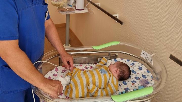 Свердловские врачи впервые вылечили младенца разрядом тока
