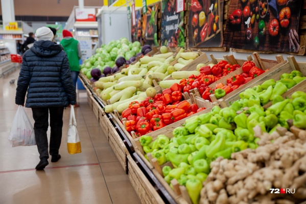 Минимальный размер оплаты труда (МРОТ) в 2021 году составляет <nobr>12 792 рубля</nobr>. Это нижний предел суммы, которую может заплатить работодатель за месяц работы в полный день