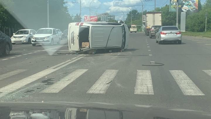 В Кемерово произошло крупное ДТП с 4 машинами. Одна перевернулась