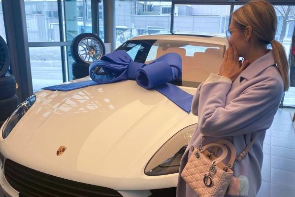 """Стоимость такой машины начинается <nobr class=""""_"""">от 4,5 миллиона</nobr> рублей"""