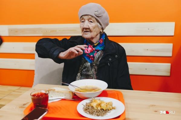 В это кафе приходят старики, измученные недоеданием