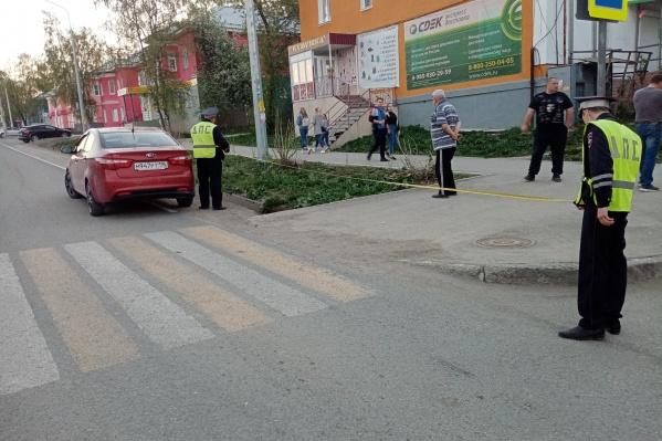 Дети перебегали дорогу на красный свет