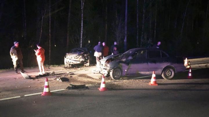 На ЖБИ в лобовом столкновении Hyundai и Mazda пострадали трое взрослых и два маленьких ребенка