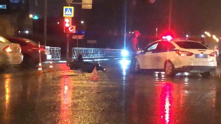 Первая авария мотосезона: на Харьковской автомобиль сбил тюменца на скутере