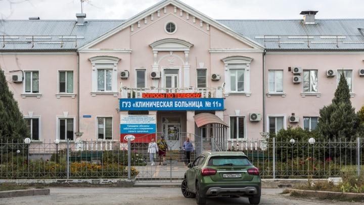 В облздраве объяснили многочасовые очереди у входа в поликлинику Волгограда