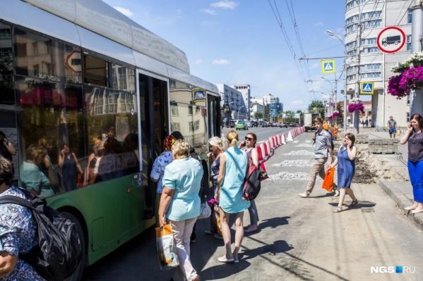 Теперь жители Плехановского жилмассива вынуждены делать пешие марш-броски, потому что маршрутки слишком забиты