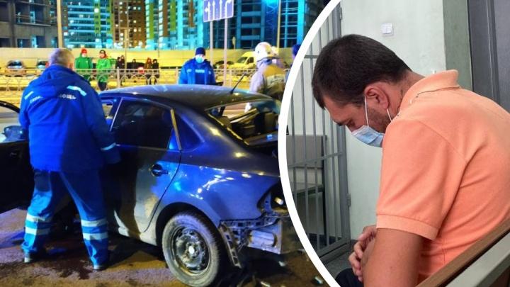 В Екатеринбурге начали судить автолихача, погубившего невесту в жуткой аварии: видео