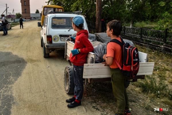 Детей из лагеря «Роднички» вывозили на автобусах еще 8 июля