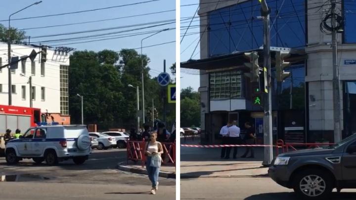 Полиция оцепила «Ауру» и дороги вокруг нее: что случилось в торговом центре