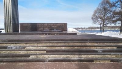 В Ярославской области шесть лет тратят миллионы на ремонт Вечного огня. И он каждый раз разваливается