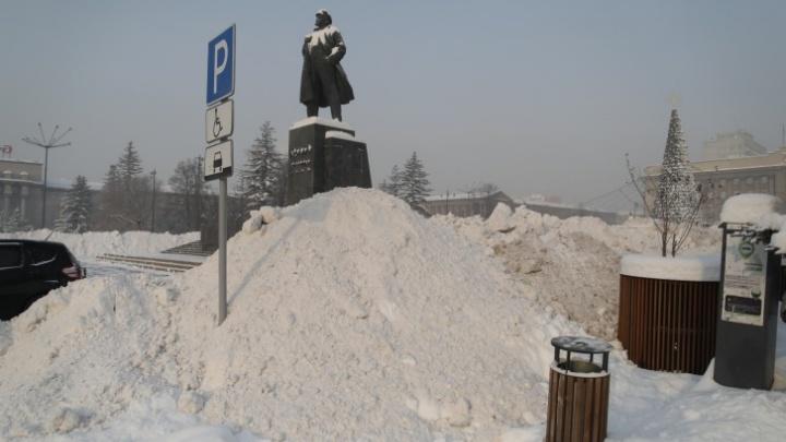 За три дня из Красноярска вывезли 22,8тысячикубометров снега. Какон выглядит водной картинке