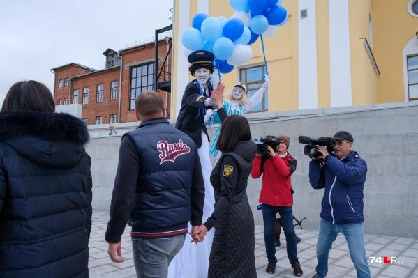 На прогулку в день всероссийского голосования Алексей и Ирина Текслер оделись патриотично