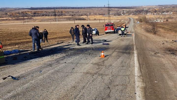 Три человека погибли в лобовом ДТП на трассе Шахты — Раздорская