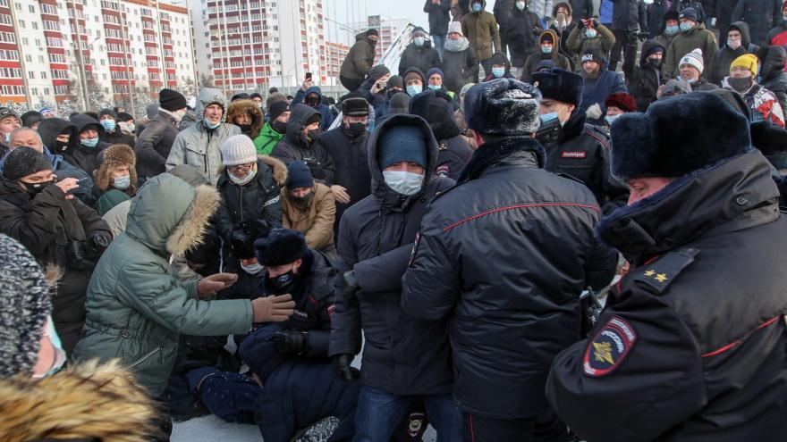 Градус недовольства: смотрим самые яркие фото с акции протеста в Уфе