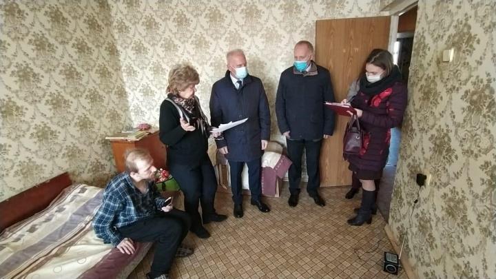 «Год ходили в памперсы»: в Ярославле коммунальщики отключили воду у больных матери и сына