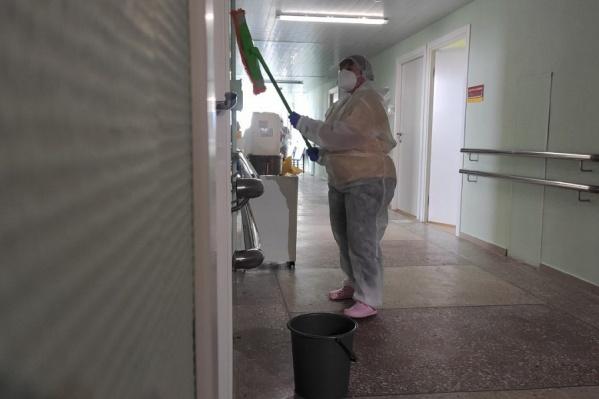 После закрытия инфекционных стационаров больницы тщательно отмывают и дезинфицируют