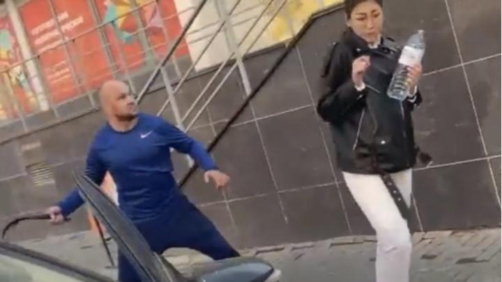 Челябинец, выпоровший ремнем девушек за кальян и танцы под окном, написал встречное заявление в полицию