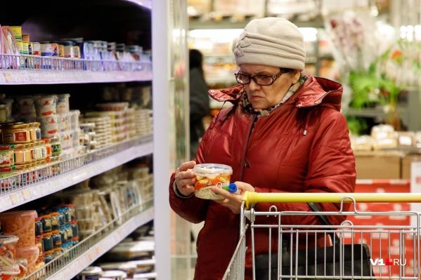 Волгоградский продавец рассказала об очередях и росте цен в городе