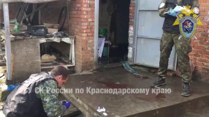 В Кореновске мужчина зарубил топором родителей и брата и поджег дом