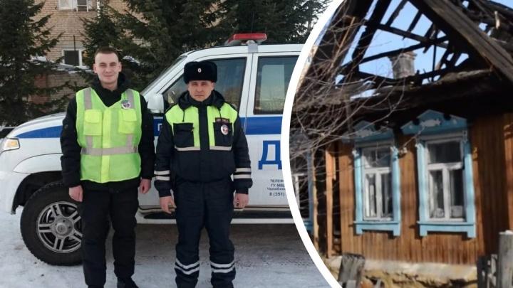 Полицейские спасли пятерых детей из горящего дома в Челябинской области