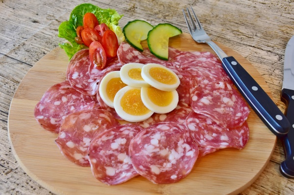 Самарцы добавляют колбасу в повседневное меню и на праздничный стол