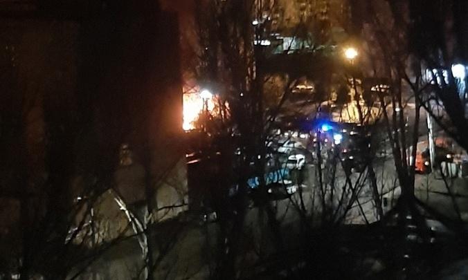 «Бахало очень громко»: на охраняемой стоянке в Ярославле загорелись иномарки